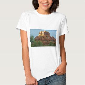 Roca de Bell de las montañas de Sedona Camisetas