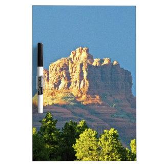 Roca de Bell de las montañas de Sedona Tablero Blanco
