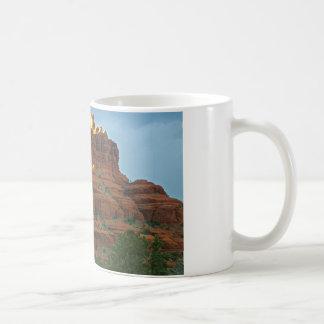 Roca de Bell de las montañas de Sedona Taza Clásica