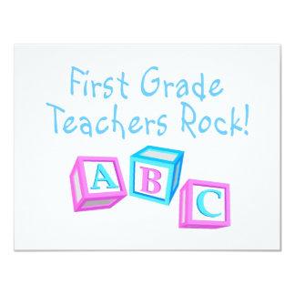 Roca de los profesores del primer grado invitación 10,8 x 13,9 cm