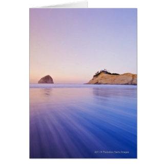 Roca del Haystack en las ondas azules borrosas Tarjeta De Felicitación