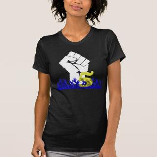 Roca hacia fuera cinco camiseta