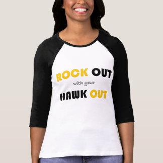 Roca hacia fuera con su halcón hacia fuera camiseta