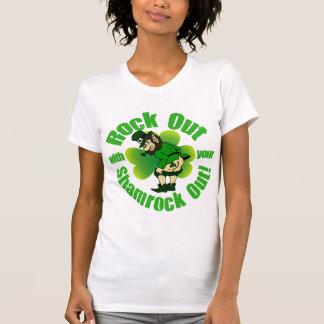 Roca hacia fuera el día del St Patricks Camisetas