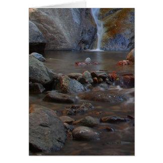 Rocas de las corrientes de las cascadas tarjeta de felicitación