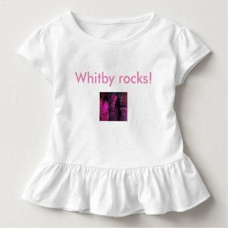 ¡Rocas de Whitby! Linda camiseta gótica de los