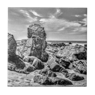 Rocas en la orilla en el Praia Malhada Azulejo De Cerámica