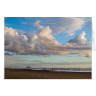 Rocas gemelas y el cielo azul grande tarjeta pequeña