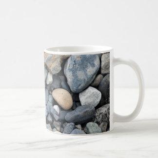 Rocas, piedras, y grava taza