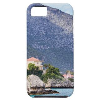 Rocas y montaña de las casas en el mar griego funda para iPhone SE/5/5s