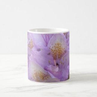 Rododendro ligero del ciruelo en primavera taza de café