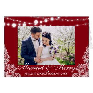 Rojo casado y feliz elegante de la tarjeta de la