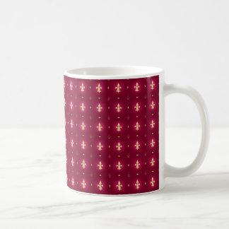 Rojo de vino y taza de la flor de lis del oro