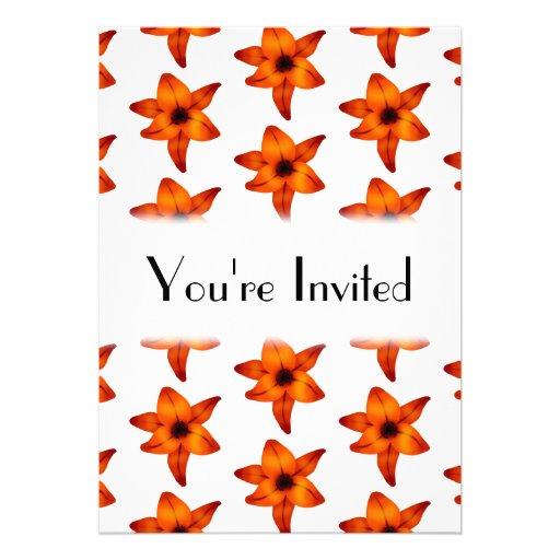 Rojo - flores anaranjadas del lirio en el fondo bl comunicado personalizado