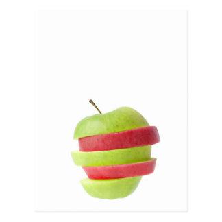 Rojo y manzana cortada verde postal