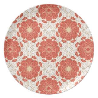 Rojo y modelo floral del cordón del oro plato de cena
