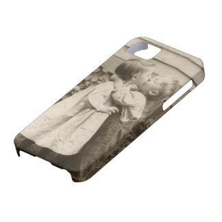 Romance del amor del vintage, niños que se besan, funda para iPhone 5 barely there