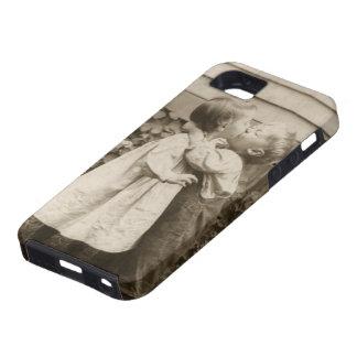 Romance del amor del vintage, niños que se besan, iPhone 5 Case-Mate carcasas