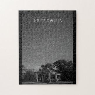 Rompecabezas de Freedonia - gasolinera abandonada