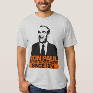 Ron Paul - gobierno grande que lucha Camisetas