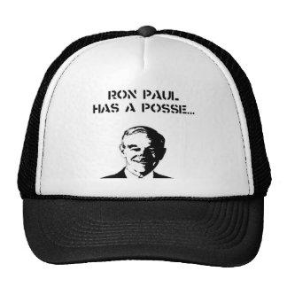Ron Paul tiene un gorra del camionero de la pandil