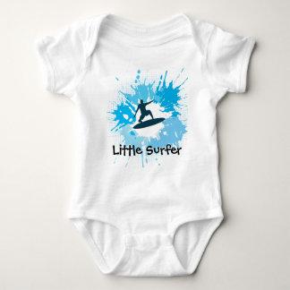 Ropa adaptable del bebé que practica surf body para bebé