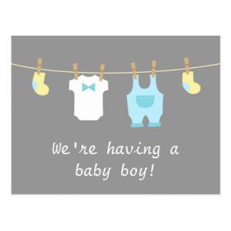 Ropa elegante y linda del bebé tarjeta postal