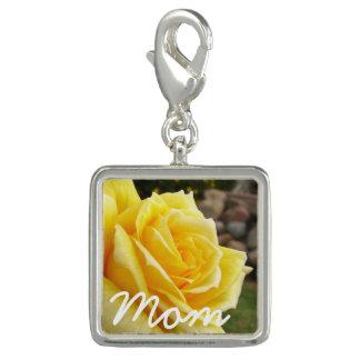 "Rosa amarillo ""mamá "" dije"