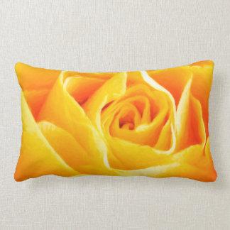 Rosa amarillo pintado cojín lumbar