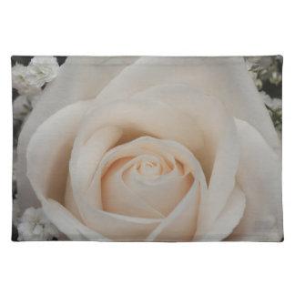 Rosa blanco delicado salvamanteles