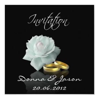Rosa blanco y anillos de oro - invitación del boda