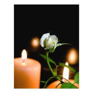 Rosa blanco y vela folleto 21,6 x 28 cm