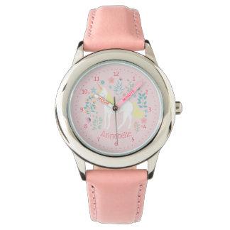 Rosa caprichoso lindo del reloj del unicornio