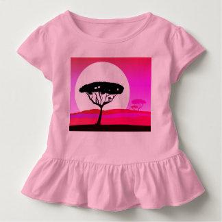Rosa de la camiseta de los diseñadores con el