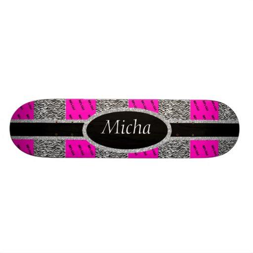 rosa del chica de los años 80 y monograma de neón  tablas de patinar