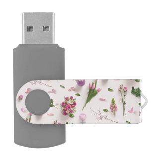 Rosa dispersado de las flores memoria USB