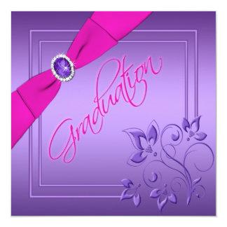 Rosa e invitación floral púrpura de la graduación