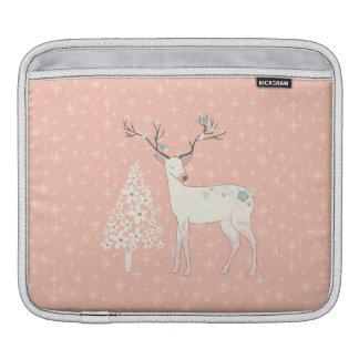 Rosa hermoso del reno y de los copos de nieve funda para iPad