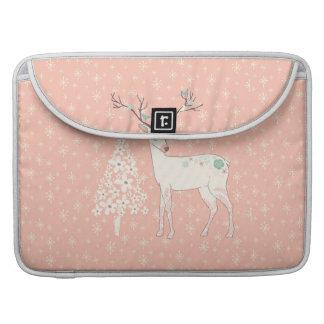 Rosa hermoso del reno y de los copos de nieve funda para MacBook pro