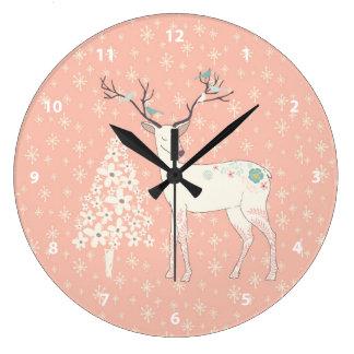 Rosa hermoso del reno y de los copos de nieve reloj redondo grande