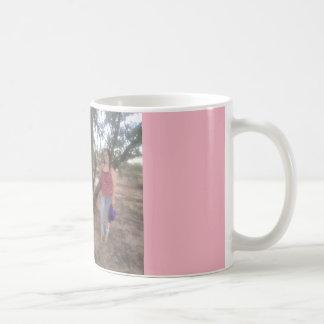 Rosa hermoso en memoria de la taza de café de Eva