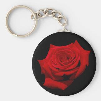Rosa rojo en fondo negro llavero redondo tipo chapa