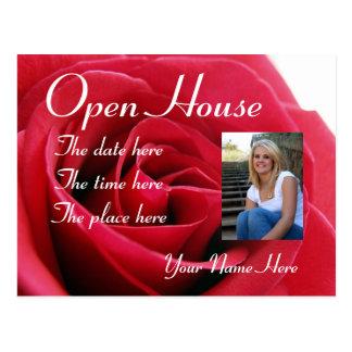 rosa rojo, postal de la casa abierta