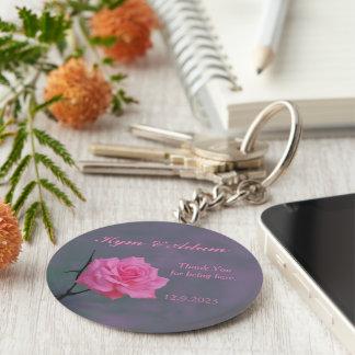 Rosa rosado suave personalizado casando el llavero