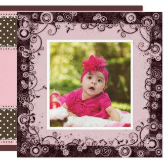Rosa y invitación del cumpleaños del bebé de Brown