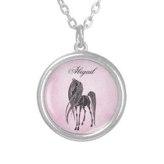 Rosa y negro personalizados del caballo de la collar plateado