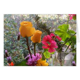 Rosas amarillos y TARJETA de las puntillas de