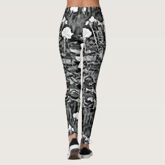 Rosas blancos en las polainas de las mujeres leggings