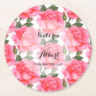 Rosas de encargo del rosa de la acuarela que casan posavasos de papel redondo