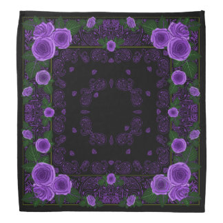 Rosas de la frambuesa y pañuelo negro de Paisley